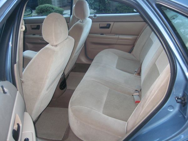 Just Got a 2005 Taurus From Michigan!-2005_taurus_se_interior.jpg