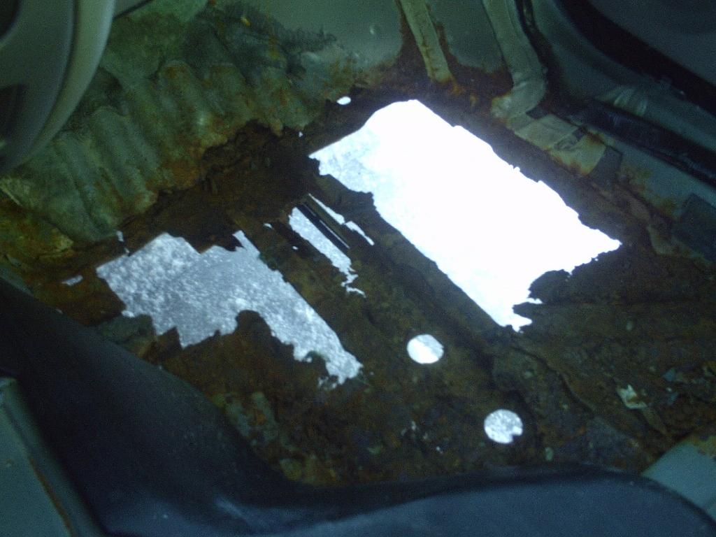 2005 taurus the rust bucket-floor-1024x768-.jpg