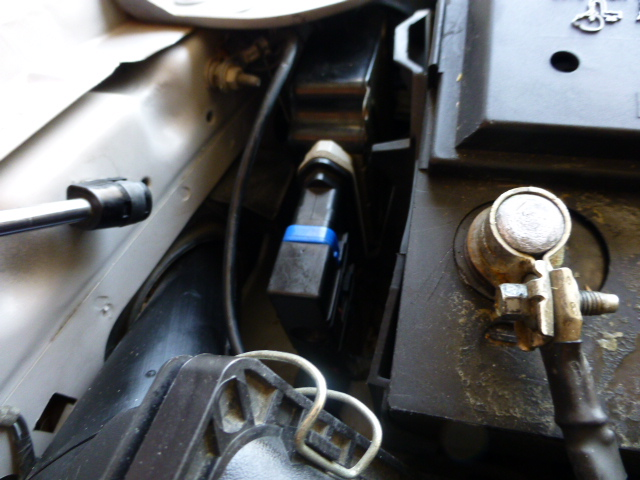 Loose part by battery?-p1000056.jpg
