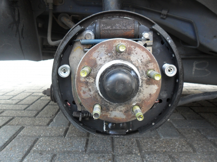 Solved Rear Drum Brakes Making Clunking Sound When Fixya